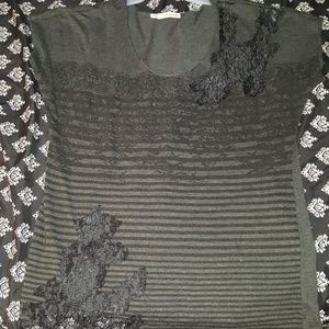 Size 0 Maurice's tee with lace detail